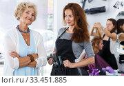 Купить «Smiling elderly woman with hairdresser», фото № 33451885, снято 26 июня 2018 г. (c) Яков Филимонов / Фотобанк Лори