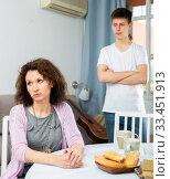 Купить «Offended mother and teenage son», фото № 33451913, снято 5 июня 2020 г. (c) Яков Филимонов / Фотобанк Лори
