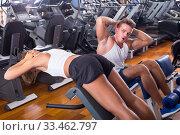 Купить «man and woman doing abs exercise in gym», фото № 33462797, снято 11 июля 2020 г. (c) Яков Филимонов / Фотобанк Лори