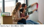 Купить «happy family with color palette moving to new home», видеоролик № 33463185, снято 22 марта 2020 г. (c) Syda Productions / Фотобанк Лори