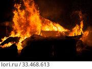Burning fire flame on wooden house roof. Стоковое фото, фотограф Илья Андриянов / Фотобанк Лори
