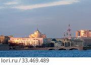 Купить «Река Нева с Троицким мостом на закате дня. Санкт-Петербург», фото № 33469489, снято 15 марта 2020 г. (c) Румянцева Наталия / Фотобанк Лори