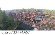 Купить «Вид с воздуха. Железнодорожный мост. Река, Россия, Уфа», видеоролик № 33474657, снято 23 февраля 2012 г. (c) Mikhail Erguine / Фотобанк Лори