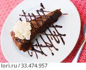 Купить «Sweet brownie cake with chocolate and butter cream served at plate», фото № 33474957, снято 10 апреля 2020 г. (c) Яков Филимонов / Фотобанк Лори