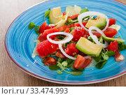 Купить «Salad from watermelon, tomatoes, avocado, grapefruit and cornsalad», фото № 33474993, снято 11 июля 2020 г. (c) Яков Филимонов / Фотобанк Лори
