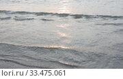 Волны на закате солнца накатывающие на берег. Стоковое видео, видеограф Иванов Алексей / Фотобанк Лори