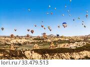 Купить «A lots of balloons flights in Cappadocia, Turkey», фото № 33479513, снято 18 мая 2015 г. (c) Наталья Волкова / Фотобанк Лори