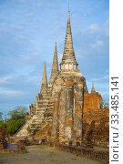 Утро на руинах древнего буддистского храма Wat Phra Si Sanphet. Аютхая, Таиланд (2017 год). Стоковое фото, фотограф Виктор Карасев / Фотобанк Лори