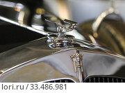 """Купить «Маскот """"Летящее совершенство"""" и рельефная эмблема """"Horch"""" на облицовке радиатора», фото № 33486981, снято 6 августа 2011 г. (c) Алёшина Оксана / Фотобанк Лори"""