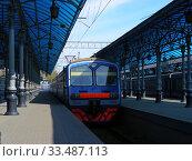 Купить «Пригородный электропоезд ЭД4М-0249. Пассажирские платформы Ярославского вокзала. Город Москва», эксклюзивное фото № 33487113, снято 2 мая 2011 г. (c) lana1501 / Фотобанк Лори