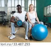 Купить «Couple posing at sport club», фото № 33487293, снято 25 февраля 2019 г. (c) Яков Филимонов / Фотобанк Лори