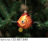 Елочная игрушка. Золотая рыбка. Стоковое фото, фотограф Denis Kh. / Фотобанк Лори