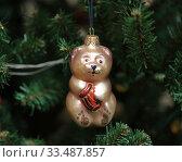 Елочная игрушка. Медвежонок с бочкой меда. Стоковое фото, фотограф Denis Kh. / Фотобанк Лори