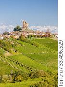 Купить «View of the village of Serralunga d`Alba and the wonderful Langa, italy.», фото № 33496529, снято 26 августа 2013 г. (c) easy Fotostock / Фотобанк Лори