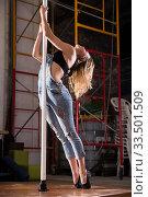 Купить «Young woman in ripped jeans performing pole dance», фото № 33501509, снято 6 июля 2020 г. (c) Яков Филимонов / Фотобанк Лори