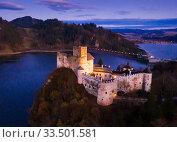 Купить «Aerial view of Niedzica Castle at twilight, Poland», фото № 33501581, снято 11 марта 2020 г. (c) Яков Филимонов / Фотобанк Лори