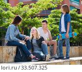 Купить «Teenagers friends talking outdoors», фото № 33507325, снято 9 апреля 2020 г. (c) Яков Филимонов / Фотобанк Лори