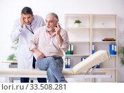 Купить «Young male doctor and old patient in antismoking concept», фото № 33508281, снято 9 сентября 2019 г. (c) Elnur / Фотобанк Лори