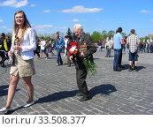 Купить «Ветеран Великой Отечественной войны во время праздника Победы 9 мая на Поклонной горе в Москве», эксклюзивное фото № 33508377, снято 9 мая 2011 г. (c) lana1501 / Фотобанк Лори