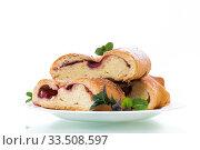 sweet baked yeast dough pie with berries. Стоковое фото, фотограф Peredniankina / Фотобанк Лори