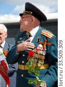 Купить «Ветеран Великой Отечественной войны во время праздника Победы 9 мая на Поклонной горе в Москве», эксклюзивное фото № 33509309, снято 9 мая 2010 г. (c) lana1501 / Фотобанк Лори