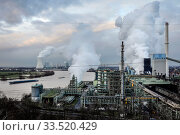 ThyssenKrupp Steel Europe, KBS coking plant Schwelgern am Rhein in Duisburg-Marxloh, Ruhr Area, North Rhine-Westphalia, Germany. Редакционное фото, агентство Caro Photoagency / Фотобанк Лори