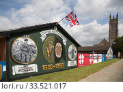 Купить «Great Britain, Belfast - Political mural dedicated to the British Army, Newtownards Road, Protestant East Belfast, right St Patrick's Church Of Ireland (Anglican Church)», фото № 33521017, снято 15 июля 2019 г. (c) Caro Photoagency / Фотобанк Лори