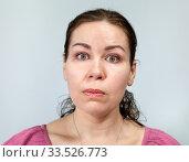 Шок и изумление на лице взрослой женщины, широко открытые глаза. Стоковое фото, фотограф Кекяляйнен Андрей / Фотобанк Лори