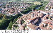Купить «Aerial view of Cividale del Friuli cityscape on banks of Natisone river overlooking Catholic cathedral and ancient bridge Ponte del Diavolo, Italy», видеоролик № 33528013, снято 3 сентября 2019 г. (c) Яков Филимонов / Фотобанк Лори