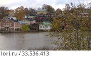 Купить «Облачный октябрь в Порвоо. Финляндия», видеоролик № 33536413, снято 19 октября 2019 г. (c) Виктор Карасев / Фотобанк Лори