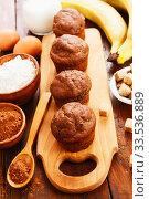 Купить «Chocolate muffins with banana», фото № 33536889, снято 6 апреля 2020 г. (c) Надежда Мишкова / Фотобанк Лори
