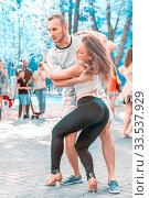 Russia Samara September 2018: a beautiful sexy couple dancing in a city park. Редакционное фото, фотограф Акиньшин Владимир / Фотобанк Лори