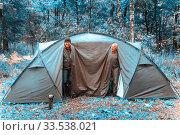 Купить «Tourists with a tent in the autumn forest.», фото № 33538021, снято 3 сентября 2018 г. (c) Акиньшин Владимир / Фотобанк Лори