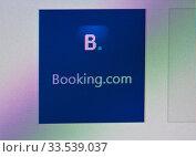 Купить «Закладка (ссылка) на сайт Booking.com. Экран компьютера. Крупный план», фото № 33539037, снято 12 апреля 2020 г. (c) E. O. / Фотобанк Лори