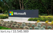 REDMOND, WASHINGTON, USA- SEPTEMBER 3, 2015: exterior view of microsoft sign on the street at the companies headquaters in redmond, washington. Стоковое фото, фотограф Zoonar.com/Christopher Bellette / age Fotostock / Фотобанк Лори