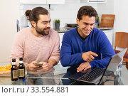 Купить «Two men friends are talking and drinking beer», фото № 33554881, снято 13 марта 2019 г. (c) Яков Филимонов / Фотобанк Лори