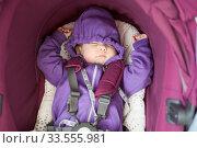 Малыш спит в коляске. Стоковое фото, фотограф Кекяляйнен Андрей / Фотобанк Лори