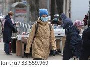Купить «Балашиха, на улице Свердлова в дни пандемии коронавируса COVID-19», эксклюзивное фото № 33559969, снято 12 апреля 2020 г. (c) Дмитрий Неумоин / Фотобанк Лори
