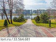 Купить «English park near Mir Castle», фото № 33564681, снято 9 марта 2020 г. (c) Parmenov Pavel / Фотобанк Лори