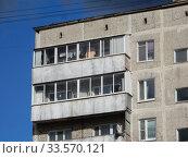 Девятиэтажный четырёхподъездный панельный жилой дом серии I-515/9м. Построен в 1970 году. Хабаровская улица, 23, корпус 1. Район Гольяново. Город Москва (2020 год). Редакционное фото, фотограф lana1501 / Фотобанк Лори