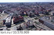 Aerial view of Poznan modern cityscape overlooking new residential areas and historical center on sunny spring day, Poland. Стоковое видео, видеограф Яков Филимонов / Фотобанк Лори