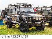 Купить «Land Rover Defender», фото № 33571189, снято 6 июля 2012 г. (c) Art Konovalov / Фотобанк Лори