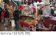 Купить «Fair of Santa Llucia - Christmas market near Cathedral in evening. Barcelona, Catalonia.», видеоролик № 33575705, снято 11 декабря 2019 г. (c) Яков Филимонов / Фотобанк Лори