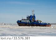 Купить «Буксиры работают на реке. Весенняя навигация», фото № 33576381, снято 6 апреля 2020 г. (c) Яковлев Сергей / Фотобанк Лори