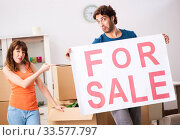 Young family offering house for sale and moving out. Стоковое фото, фотограф Elnur / Фотобанк Лори
