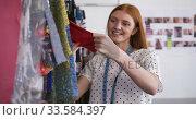 Caucasian woman working in fashion office. Стоковое видео, агентство Wavebreak Media / Фотобанк Лори