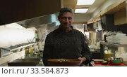 Купить «Caucasian man holding a dish», видеоролик № 33584873, снято 11 апреля 2019 г. (c) Wavebreak Media / Фотобанк Лори
