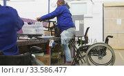 Worker disabled at work. Стоковое видео, агентство Wavebreak Media / Фотобанк Лори