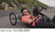 Купить «Disabled man on a recumbent bicycle», видеоролик № 33586889, снято 16 апреля 2019 г. (c) Wavebreak Media / Фотобанк Лори