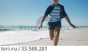 Купить «Young girl running at the beach», видеоролик № 33588281, снято 21 ноября 2019 г. (c) Wavebreak Media / Фотобанк Лори